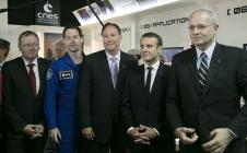 Bourget 2017 : Signature entre Jean-Yves Le Gall et Monsieur LIGHTFOOT, administrateur de la NASA en présence du Président de la République et de Thomas PESQUET